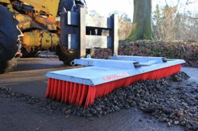Broomate shovel